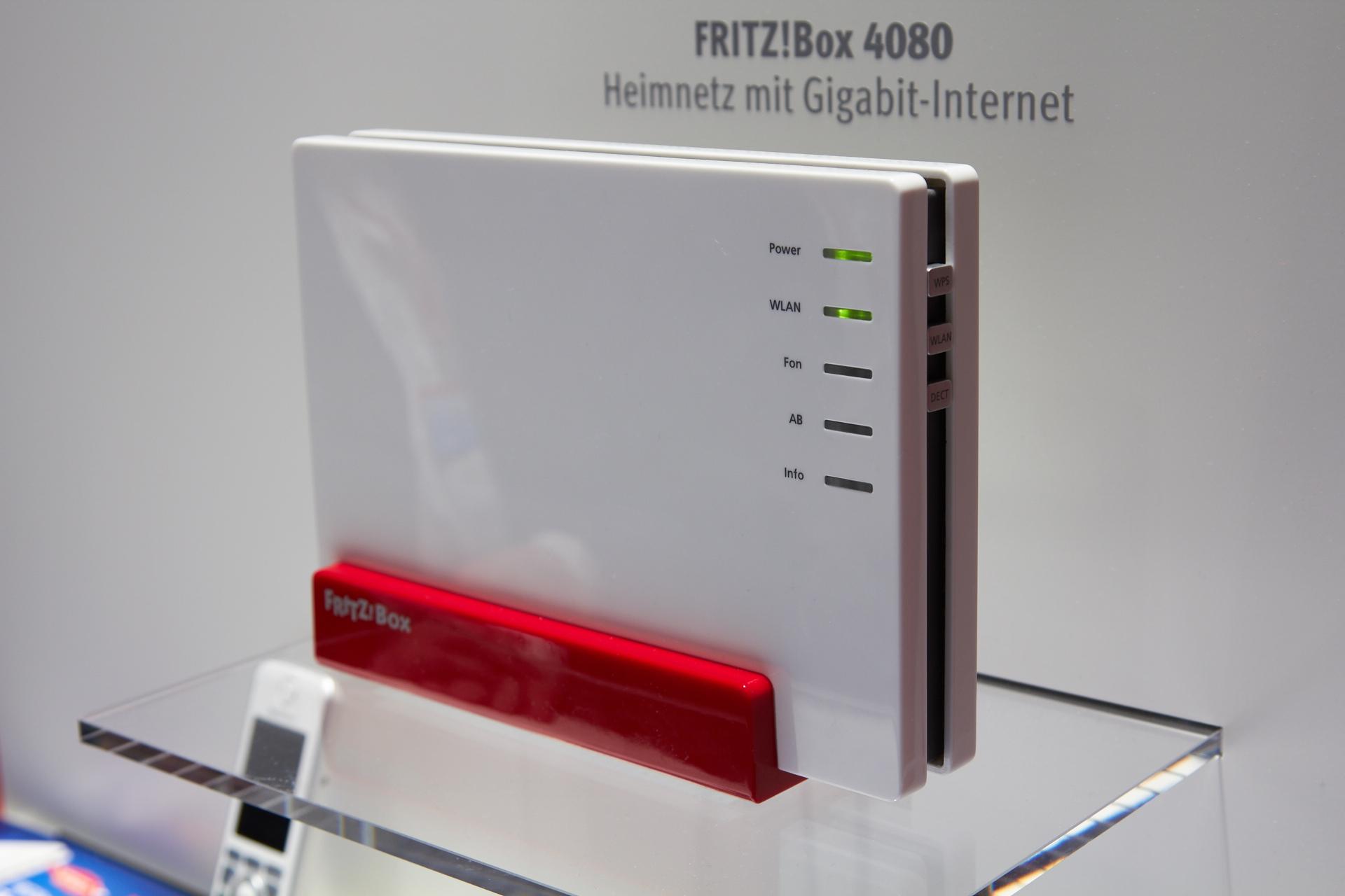 avm zeigt glasfaser fritz box gigabit powerlan und dvb c repeater cebit 2014. Black Bedroom Furniture Sets. Home Design Ideas