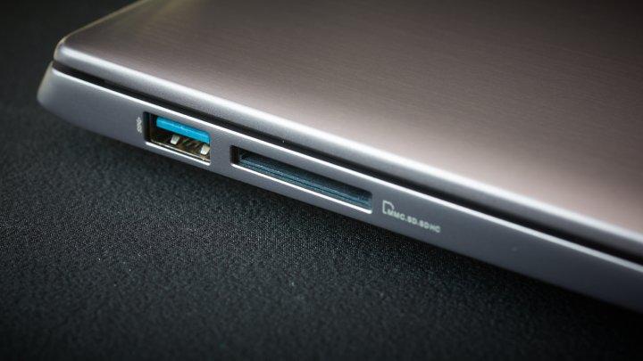 ASUS U38N USB 3.0 Anschluss und SDHC/SDXC-Cardreader