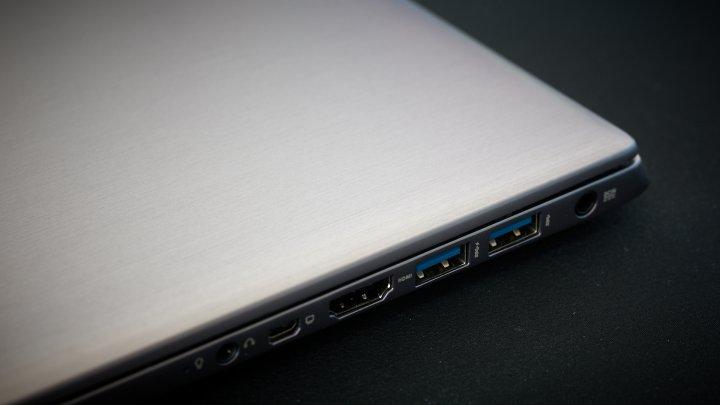 ASUS U38N USB 3.0, HDMI, mini-VGA, DC-In und Kopfhörer-Anschluss