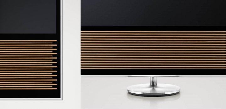 BeoVision 14 UHD TV: Als Verkleidung für die Lautsprecher dient echtes Eichenholz [Bildmaterial: Bang & Olufsen]