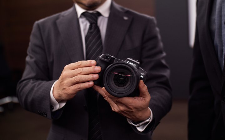 Ein früher Prototyp der Canon EOS R5