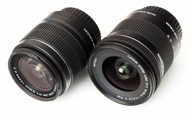 Canon EF-S 18-55 mm IS II (li.) und 10-18 mm f/4.5-5.6 IS STM im Größenvergleich