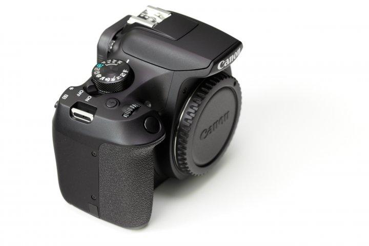 Canon EOS 1300D: Die Gummierung ist deutlich griffiger als noch bei der EOS 1100D
