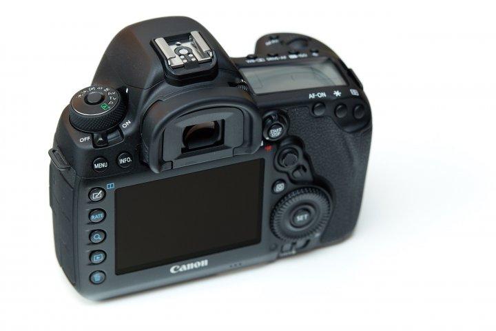Canon EOS 5D Mark IV: Das Display auf der Rückseite löst nun 60 Prozent höher auf und ist Touch-fähig