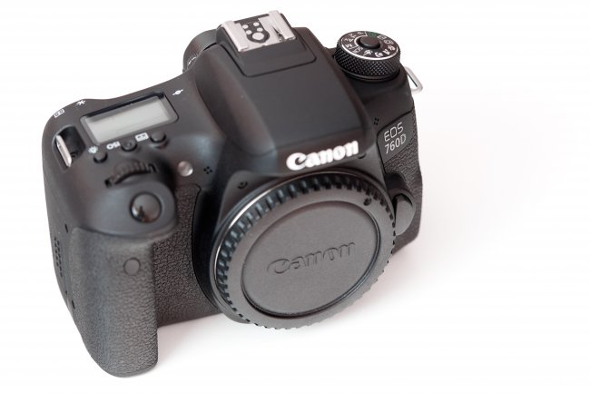 Canon EOS 760D - Gegenüber der 750D hat Canon, unter anderem, ein Schulterdisplay integriert