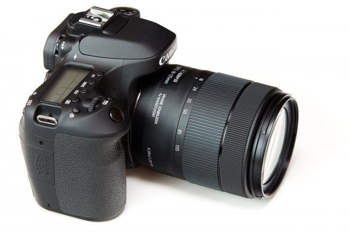 Canon EOS 80D: Das Schulterdisplay ist geblieben, der Spiegelkasten etwas höher