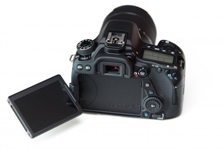 Canon EOS 80D: Das rückseitige Touch-Display ist weiterhin dreh- und schwenkbar