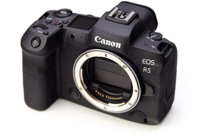 Canon EOS R5: Der 8K-fähige Bildsensor wird im ausgeschalteten Zustand vor Staub geschützt