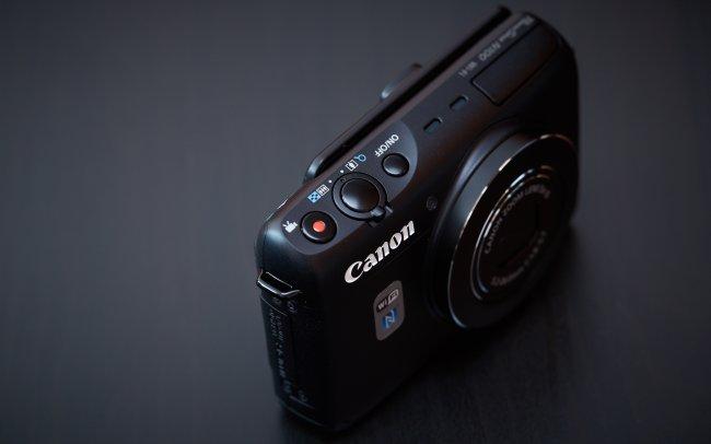 Canon PowerShot N100: NFC und WiFi sorgen für die Verbindung mit der Außenwelt