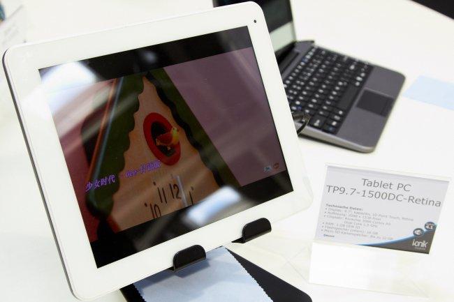 i.onik Tablet TP9.7-1200QC-Retina auf der CeBIT 2013