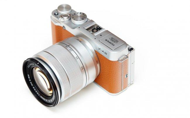 Fujifilm X-A2: Geliefert wird zusammen mit dem Fujinon XC 16-50 mm f/3.5-5.6 OIS