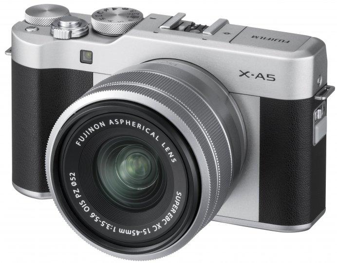 Fujifilm X-A5 mit dem neuen XC 15-45 mm Kit-Objektiv [Bildmaterial: Fujifilm]