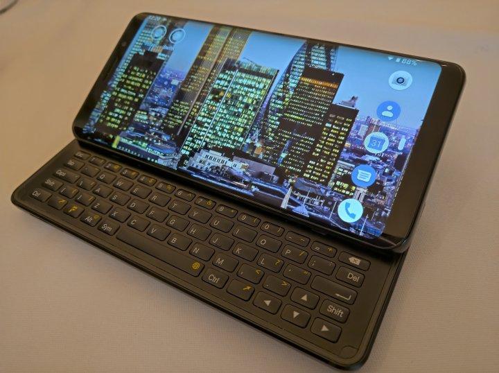 Das F(x)tec Pro 1 verfügt über eine ausziehbare physische Tastatur