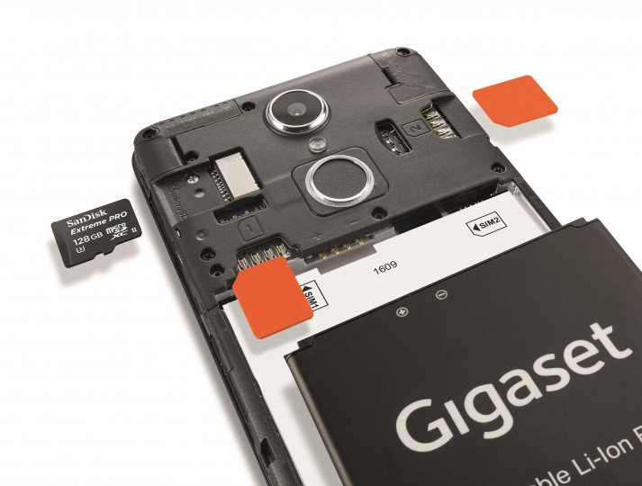 In das Gigaset GS170 kann man zwei Micro-SIM- sowie eine microSD-Karte einstecken