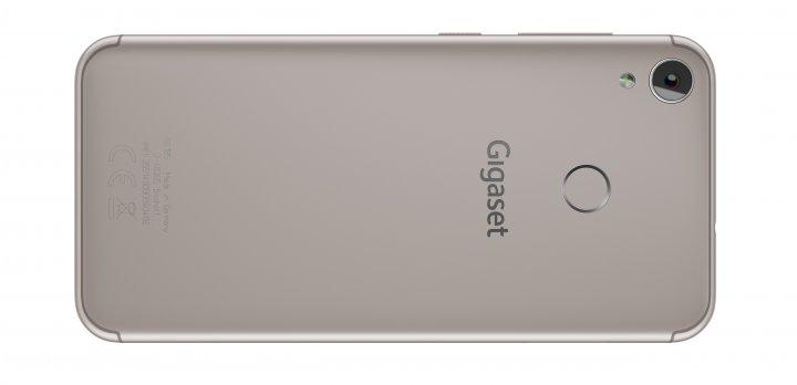Beim Gigaset GS185 ist die Hauptkamera ausreichend weit weg vom Fingerabdruck-Scanner platziert