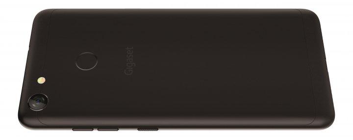 Im Gehäuse des Gigaset GS280 verbergen sich der riesige 5.000-mAh-Akku und der Slot für Nano-SIM- und microSD-Karten