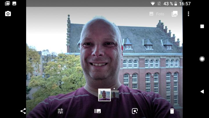 Auch bei Selfies wird der Bokeh-Effekt allein durch eine lernfähige Software erzeugt
