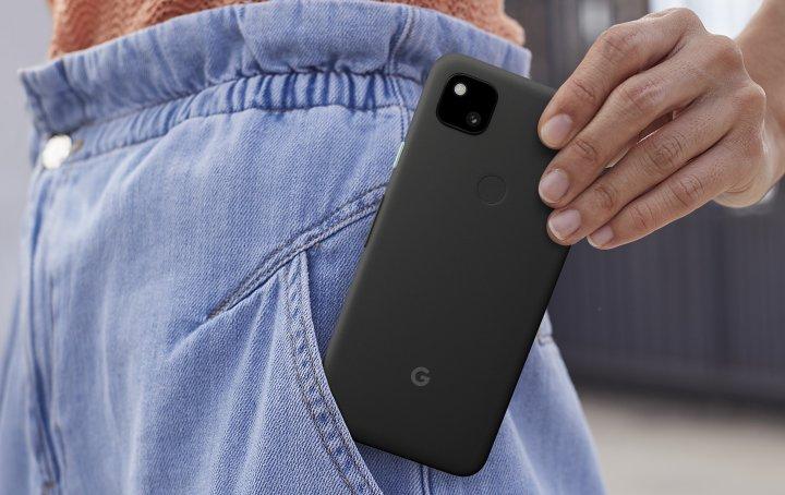 Das Google Pixel 4a ist deutlich kompakter als die meisten Smartphones. Der Fingerabdruck-Scanner könnte besser konturiert sein, funktioniert aber gut.