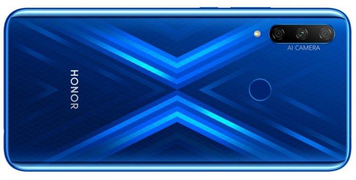 Wählt man das Honor 9X in Sapphire Blue, kann man sich über hübsche Lichteffekte auf der Rückseite freuen