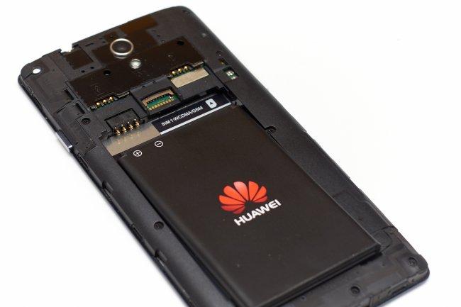 Huawei Ascend G700 - Rückseite mit Akku, microSD- und Dual-SIM-Slot