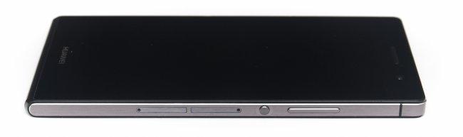Huawei Ascend P7 - Die Seite wirkt etwas von der Sony Xperia Z-Reihe inspiriert