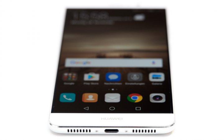 Huawei Mate 9: Geladen und die Datenübertragung via Kabel erfolgt durch den USB-C-Anschluss