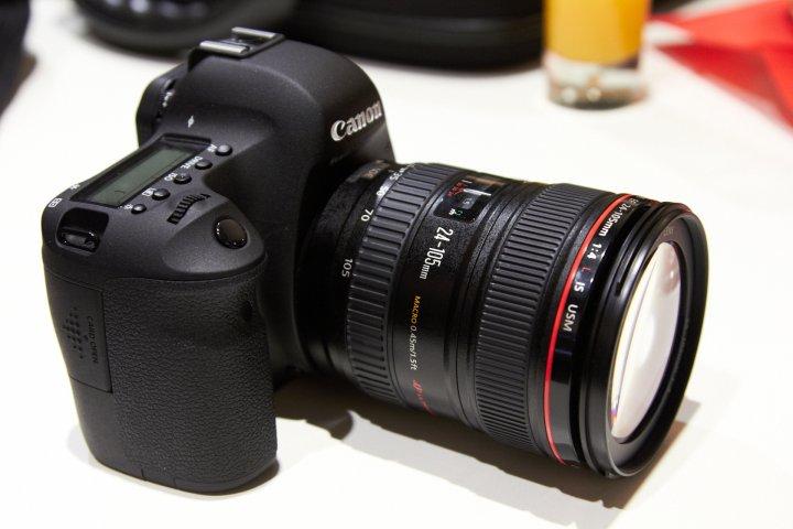 Canon EOS 6D mit EF 24-105 mm f/4L IS USM auf der photokina 2012