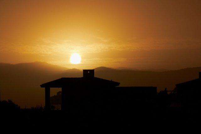 Sonnenaufgang auf Zypern. Aufgenommen mit dem Canon EF-S 55-250 f/4-5.6 IS