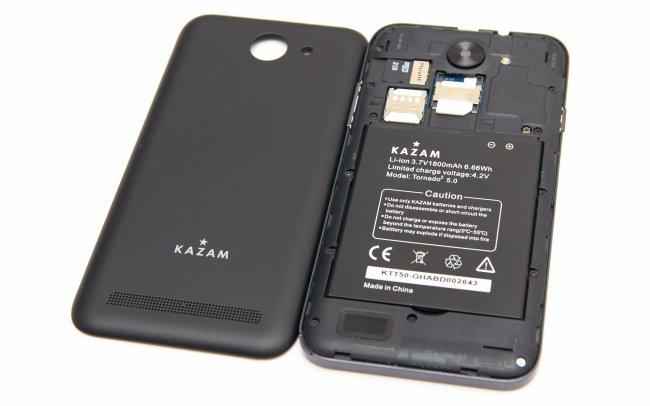 Kazam Tornado 2 5.0: Unter der Abdeckung ist Platz für eine Mini- und eine Micro-SIM-Karte