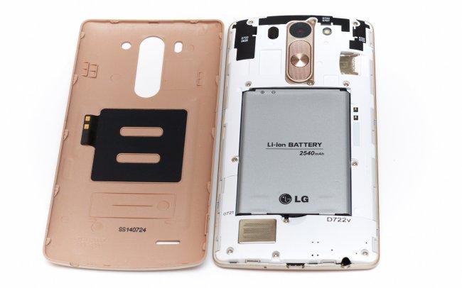 LG G3 s: Der Akku ist wechselbar, darüber sind Steckplätze für SIM- und Speicherkarte