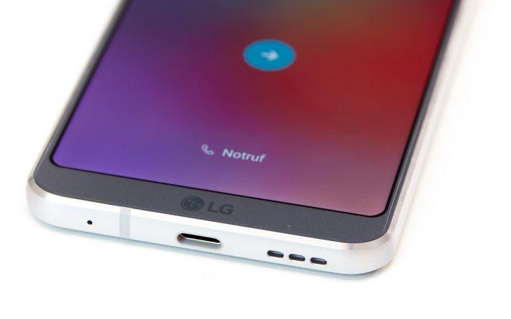 LG G6: Daten und Strom werden über den modernen USB-C-Anschluss übertragen