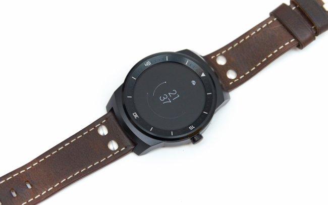 Sehr dünne Zeiger sehen etwas verpixelt aus: LG G Watch R mit POLED-Display