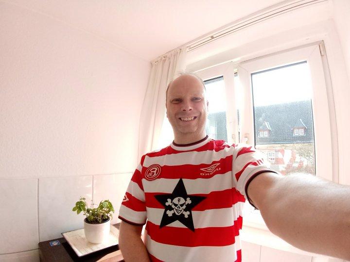 Die 120-Grad-Weitwinkel-Aufnahmen der zweiten Kamera des LG K10 sind vor allem für Gruppen-Selfies interessant