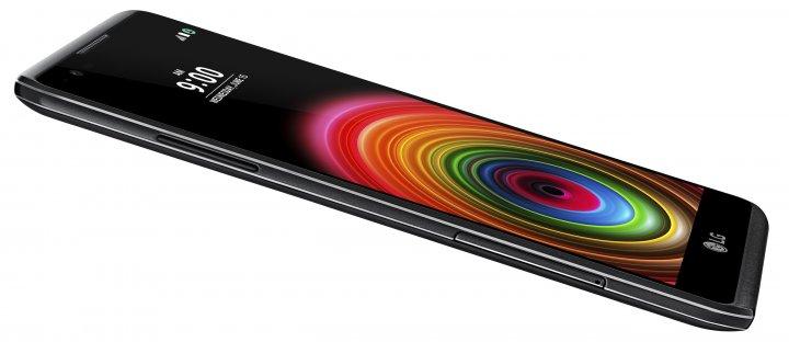 LG X Power: Seitlich liegt der Multi-Karten-Slot