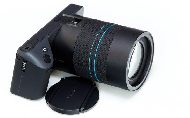 Lytro Illum - Die Lichtfeldkamera ist in etwa so groß wie eine DSLR mit Reisezoom-Objektiv, jedoch merklich leichter