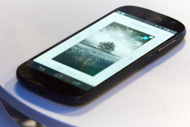 YotaDevices zeigt erste Prototypen des neuen YotaPhone (2) auf dem MWC 2014