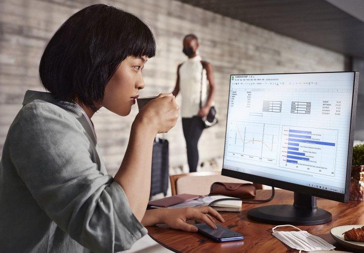 Ready For Platform: Das Motorola Moto G100 kann mit PC-Monitor, Bluetooth-Maus und Bluetooth-Tastatur verbunden werden