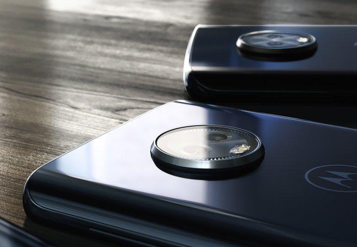 Die Dual-Kamera des Motorola Moto G6 lugt aus dem Gehäuse heraus
