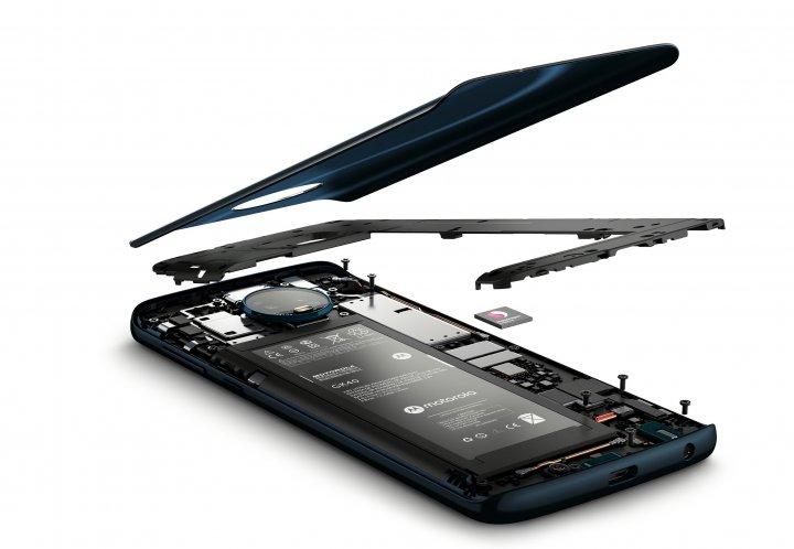 Der Akku des Motorola Moto G6 ist manuell nicht tauschbar und nur 3.000 mAh groß