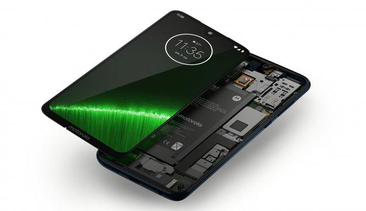 Der fest verbaute Akku des Motorola Moto G7 Plus hat eine Kapazität von nur 3.000 mAh