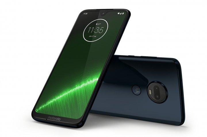 Das 6,2-Zoll-Display des Motorola Moto G7 Plus bietet eine Full-HD-Plus-Auflösung und ausreichend Helligkeit