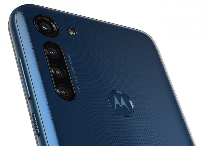 Der Fingerabdruck-Scanner ist auf der Rückseite weit genug von den vier Kameras des Motorola Moto G8 Power entfernt angebracht