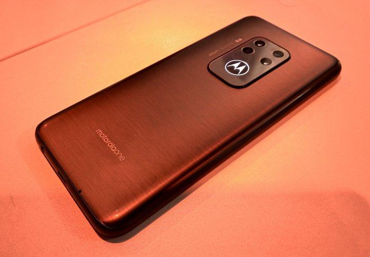 Als erstes Motorola-Smartphone hat das Motorola One Zoom gleich vier Kameras auf der Rückseite