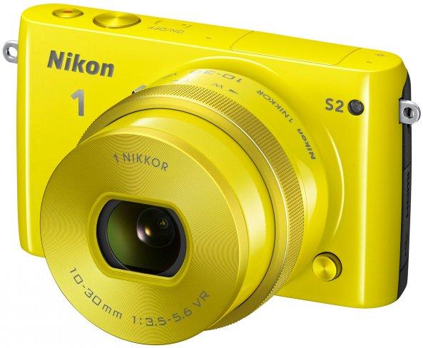 Ab Herbst wird die neue Nikon 1 S2 auch in der Farbe Sonnengelb zu haben sein [Bildmaterial: Nikon]