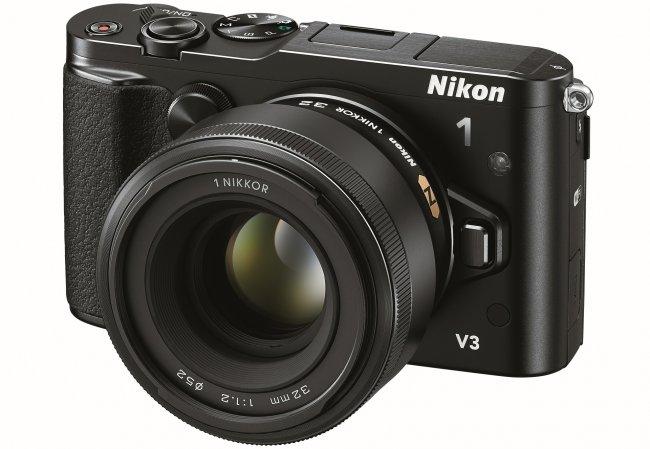 Nikon 1 V3 mit 1 Nikkor 32 mm f/1.2 Objektiv [Bildmaterial: Nikon]