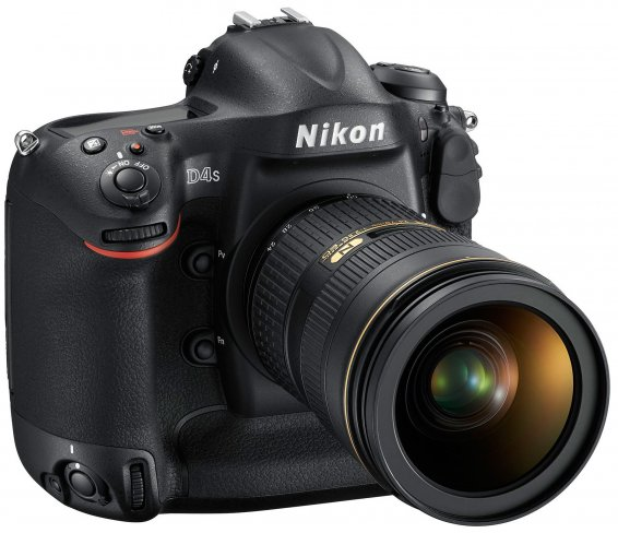 Nikon D4s: Vorderseite mit aufgesetztem Nikkor 24-70mm 1:2,8G ED Objektiv [Bildmaterial: Nikon]