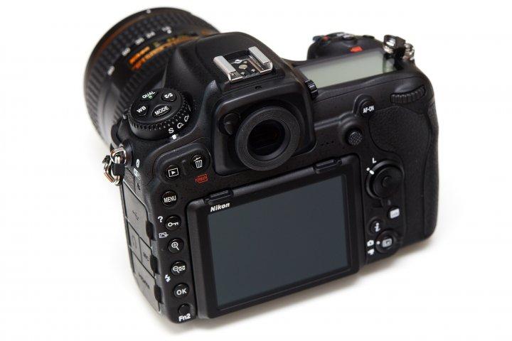 Nikon D500: Die Anordnung der Bedienelemente ist beinahe 1:1 von der D800-Serie übernommen worden