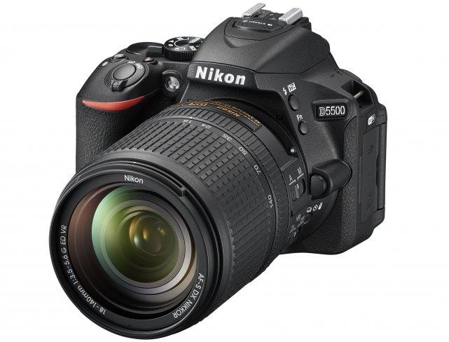 Nikon D550 mit 18-140 mm VR Objektiv [Bildmaterial: Nikon]