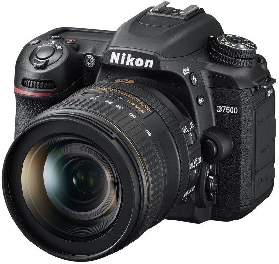 Nikon D7500 mit dem 16-80 mm f/2.8-4E EF VR Kit-Objektiv [Bildmaterial: Nikon]