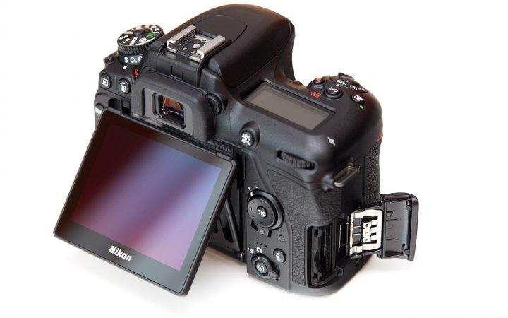 Nikon D7500: Leider gibt es nur noch einen Speicherkarten-Slot.